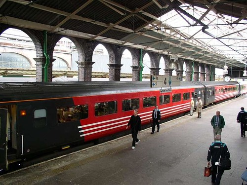 Train - MkII First Class carriage platform (UK)