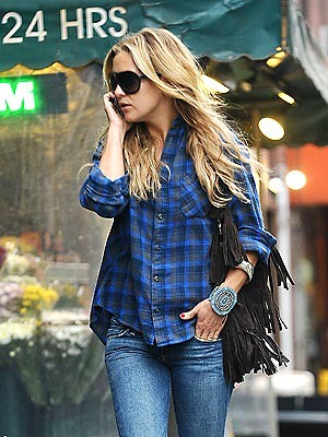 kate_hudson blue plaid shirt boho chic