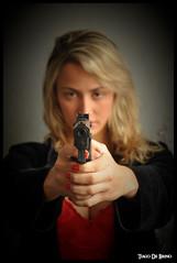 Miliane - Gun (1) (Tiago De Brino) Tags: ensaio nikon gun modelo arma d90 sb900 tiagodebrino