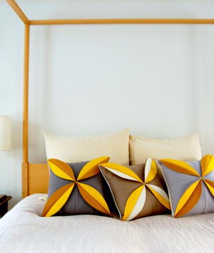 felt-flower-pillows-detail4