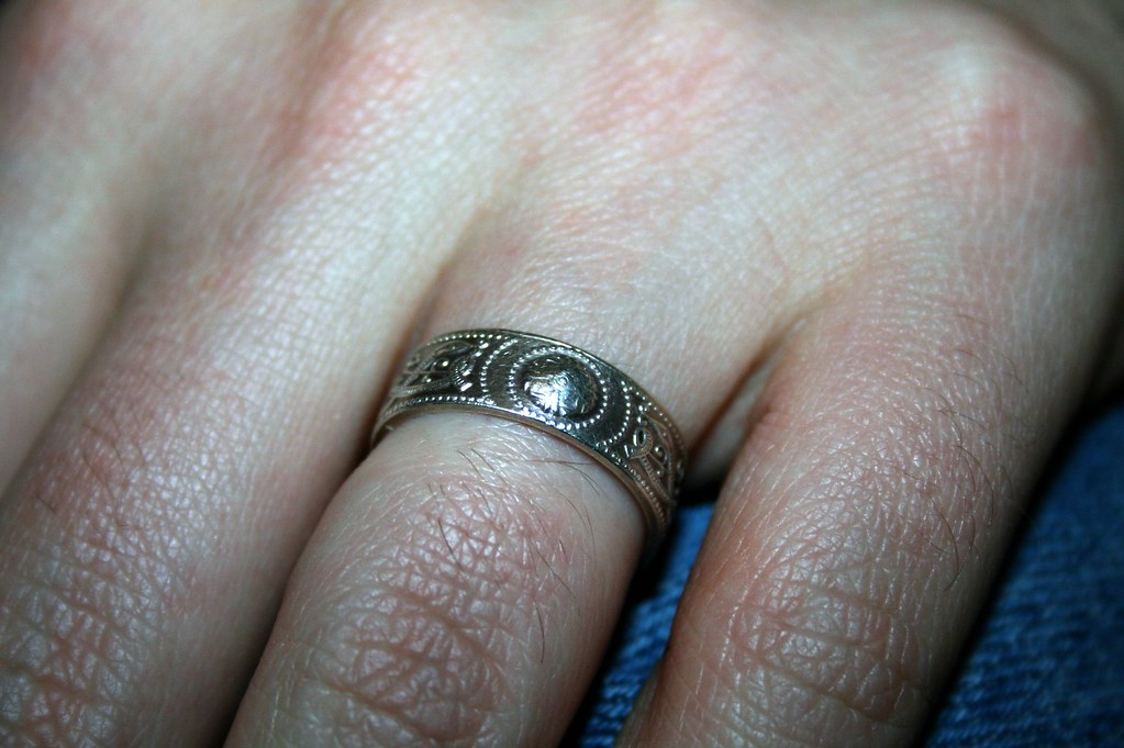 WHICH GOES ON FIRST ENGAGEMENT RING OR WEDDING BAND. WHICH