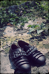 6/365 (Evelyn_py (0201)) Tags: park vintage indonesia zipper 365 cheap surabaya brownshoes 365projects studdedshoes