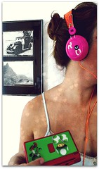 Let's play a LOVE GAME? (Teka e Fabi®) Tags: summer colors cores ds headphones videogame gadgets calor hotday pieceofme partsofme letsplay lovegame muitascores