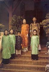 Le Tong Doc de la Province de Ha Dong et sa famille - Photo by Leon Busy 1915 (Musée d'Albert Kahn) - Gia đình Hoàng Trọng Phu, con trai của Hoàng Cao Khải (manhhai) Tags: hoangtrongphu