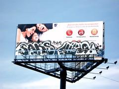 :P (simplemente alguien) Tags: graffiti bogota downtown sfu stope aerophon kavcrew