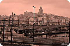 Shaam (nasheeli) Tags: city bridge pink sunset water turkey river evening soleil dusk turkiye istanbul suraj shaam strait bosphorus eminn gulaabi