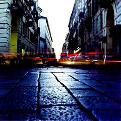 Torino esoterica (Buldrock) Tags: italy film bulb zeiss torino strada colore fuji corso hasselblad piemonte luci portici planar traffico grana 80mm 500cm carlzeiss macchine pellicola longexposition lungaesposizione imbrunire posab pro160s pav viapo scansionedastampa torinoesoterica