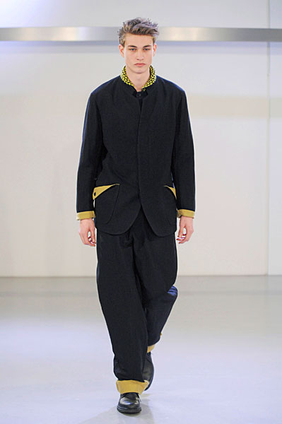Johannes Linder3117_FW10_Paris_Issey Miyake(curvaLL@mh)
