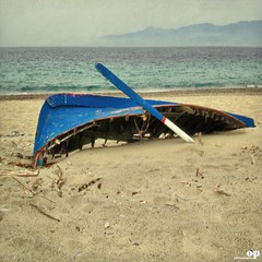Shipwreck (Osvaldo_Zoom) Tags: sea italy beach canon saudade shipwreck sicily wreck calabria g7 messinastrait scyllaandcharybdis