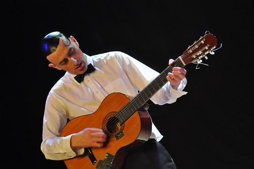 Paco chante la Paix by Pirlouiiiit 27032010