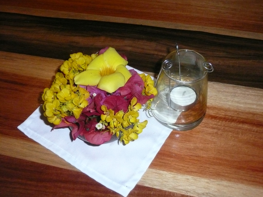 Jungle Chic: Tropical Flowers on Mahogany Tables (Belize)