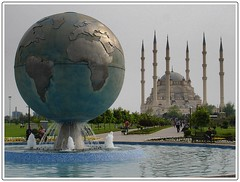 Sabanc Merkez Cami (Traveler Wings) Tags: world water fountain pool turkey minaret trkiye mosque turquie trkorszg trkei su cami adana turkije turquia minarets 2010 turqua tyrkiet turchia minare  kubbe turkki fskiye havuz turkei sabanc turcja dnya turkiet turkija turecko turka kre turki turska toruko turcia tyrkland turcija twrci trgi  turkojska adanamerkezcami turkiyah tp
