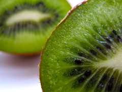 Kiwi Fruit Close up (CoolMcFlash) Tags: detail macro green up fruit canon dof close fresh ixus grn kiwi makro vitamins gettyimages frisch obst 870 tiefenschrfe makroaufnahmen