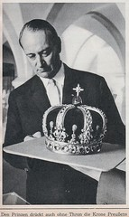 Prince Louis Ferdinand with the Prussian Crown (royalist_today) Tags: germany krone couple royal prince crown kaiser crownprince royalty emperor 1963 sovereign prinz knig prussia crownprincess hohenzollern pretender kronprinz claimant kronprinzessin louisferdinand princelouisferdinand princelouisferdinandofprussia princesskira schloshohenzollern thronprtendent prinzlouisferdinand prinzessinkira preusenkrone