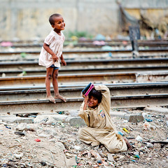 Living on the railway tracks (damonlynch) Tags: poverty city pakistan urban poor tracks railway pakistani karachi sindh pak socialexclusion marginalization canttextension