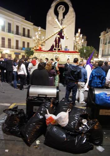 5 Basura Plaza Héroes España - al Paso del Nazareno - Miércoles Santo