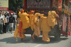 Latko! Mahakumbh 2010 - Haridwar / Rishikesh (Vasu..) Tags: girls india men boys children women humanity holy shiva dip crowds ganga parvati rishikesh haridwar penance theganges mahakumbh tapasya nagasadhus harharmahadev akharas