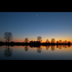 Moon & Venus (Hans van Reenen) Tags: trees moon reflection twilight venus fav50 nederland thenetherlands maas mook limburg arbolitos k7 fav100 fav150 20100417
