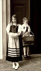 L'attesa (Celticfield Two) Tags: children bambini sechseläute 19aprile2010 arietearieswidder