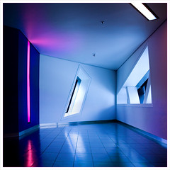 Crystal Alcove, Toronto, Canada (Grufnik) Tags: pink blue light white toronto ontario canada building window museum architecture modern square geotagged michael still glow quiet floor crystal daniel elevator perspective royal architect lonely libeskind rom alcove fifth 2010 parallelogram starchitect leechin geo:lat=43667898 geo:lon=79394749