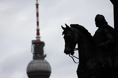 beirut:a call to arms (visualpanic) Tags: berlin travelling tower silhouette germany focus torre alexanderplatz alemania fernsehturm silueta estatua 2009 siluetas berliner febrer berln berlinalexanderplatz alemanya viatjant siluetes