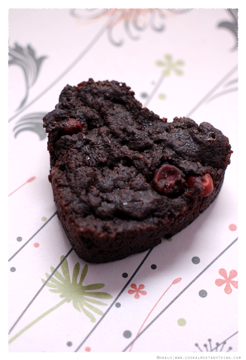 dark chocolate and tazziberry brownies© by Haalo