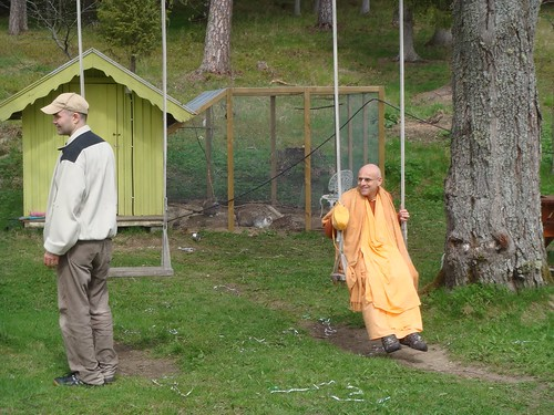 Kadamba Kanana Swami Korsnas Gard and at Ugrasena's 14th May 2010  -0097 por ISKCON desire tree.