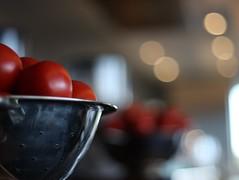 Tomato Bokeh (pominoz) Tags: food tomato dof bokeh bowl