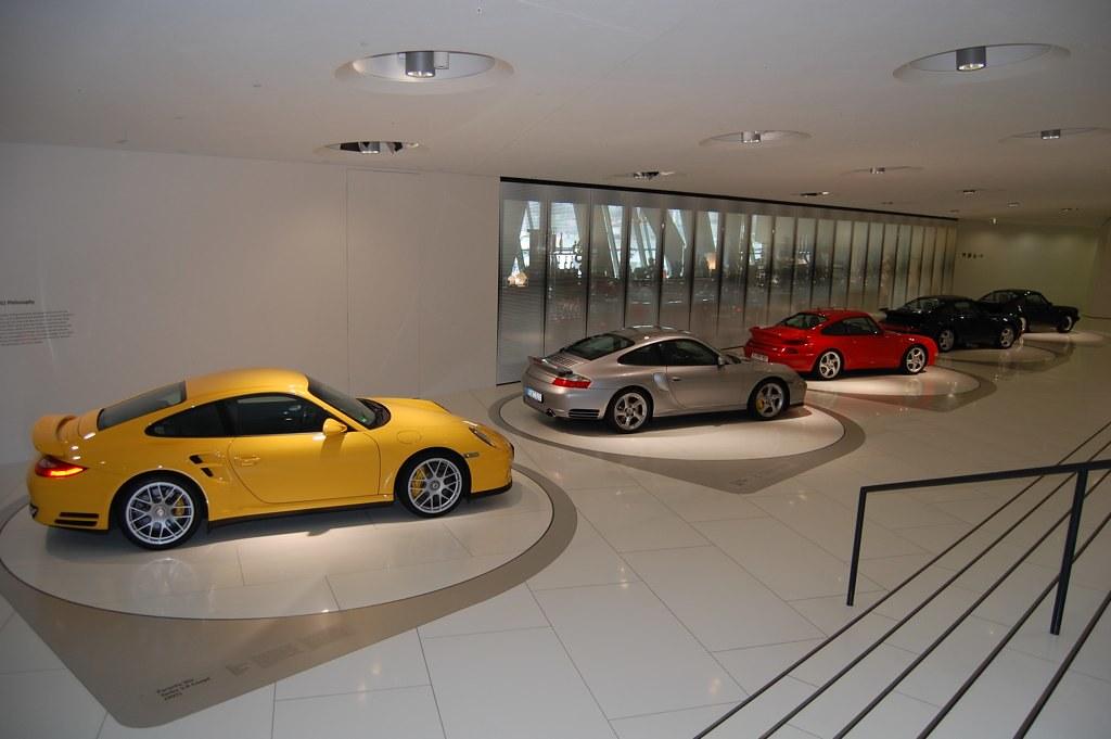 Evolución del 911 Turbo en el museo Porsche de Stuttgart