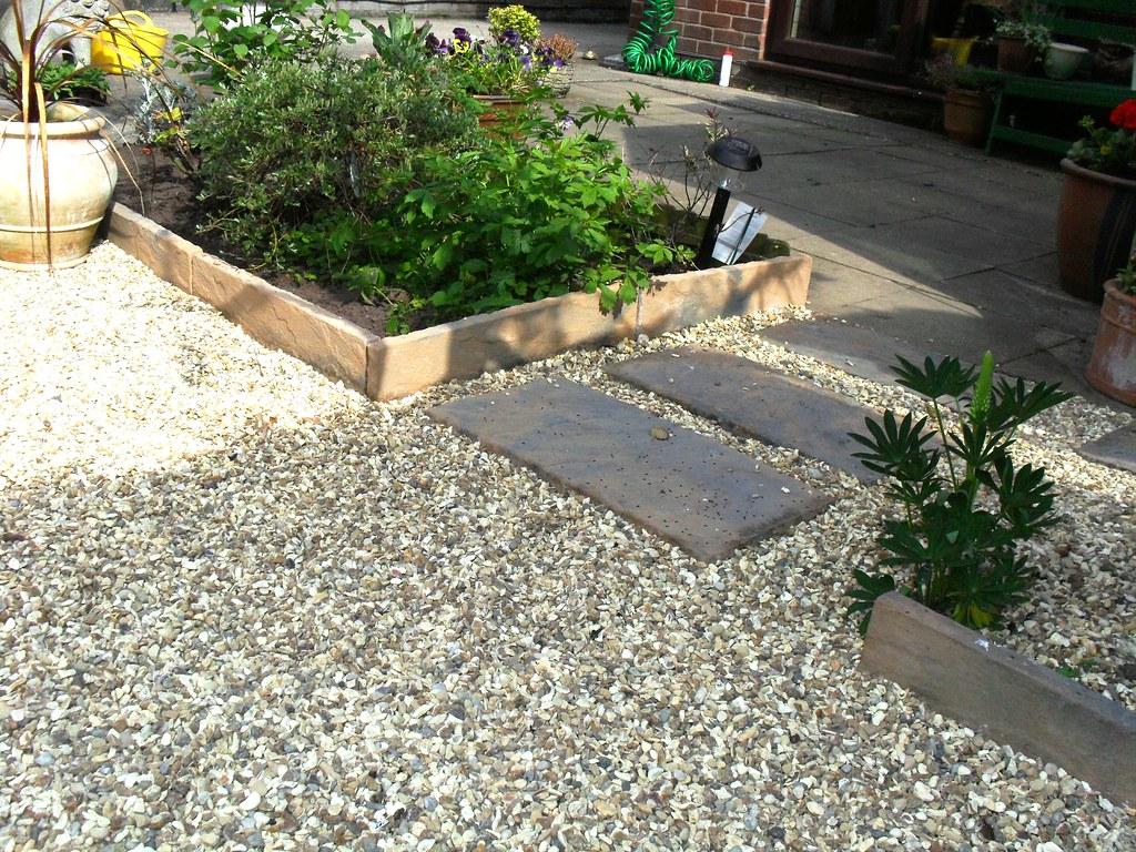 DECORATIVE STONE GARDEN EDGING | DECORATIVE STONE GARDEN EDGING