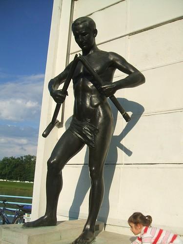Estatua  Simbolo del Centro Adeli