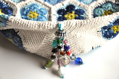 Mia's Blues crochet bag, close up-2