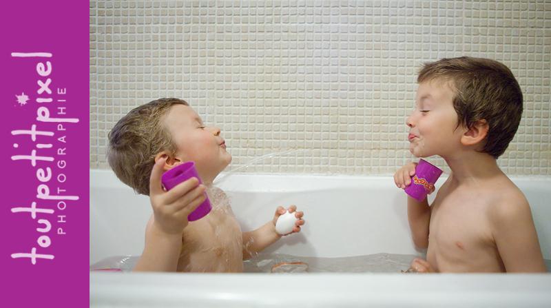 Enfants dans le bain à Marseille
