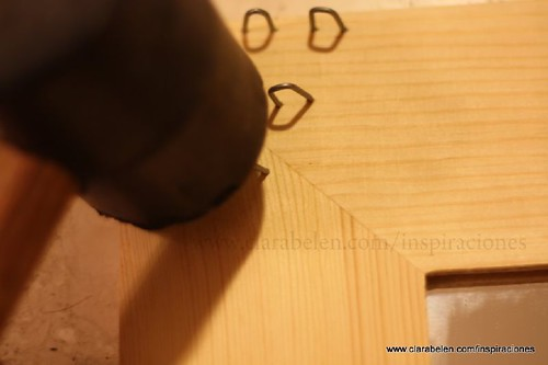 Decorar la casa con un práctico espejo para pendientes