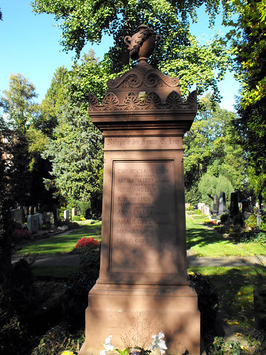 Grave of Family Carl Friedrich August Leux (1826-1884)