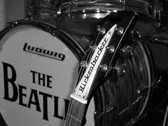 Beatles Drum & Rickenbacker - The Beatles Story Museum (Flamenco Sun) Tags: liverpool beatles lennon ringo mersey albertdock thebeatles magicalmysterytour macca beatlemania rivermersey thecavern strawberyfields johnpaulgeorgeringo