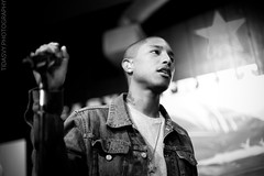 Pharrell Williams (Tidarling) Tags: blackandwhite nerd williams live performance easystreetrecords instore pharrell