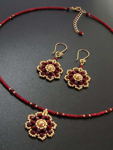 handmade beadwoven garnet red set Flower Blossom