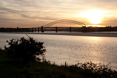 England - Cheshire - Widnes - Silver Jubilee Bridge - 28th October 2010 -27.jpg (Redstone Hill) Tags: england mersey widnes halton rivermersey silverjubileebridge runcornwidnesbridge