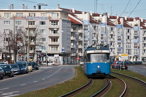 P-Wagen 2028 ist wieder auf der Linie 27 unterwegs, Anhängsel ist Beiwagen 3037