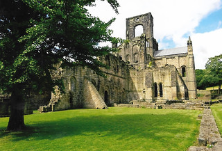 2016 07 Kirkstall Abbey 1