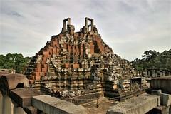 Baphûon, Angkor Thom - Cambodia (hervétherry) Tags: asie cambodge cambodia siemreap angkor angkorwat angkorvat canon eos 300d
