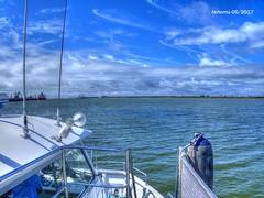 Huelva 04 Navegando (ferlomu) Tags: andalucia barco ferlomu huelva mar nubes