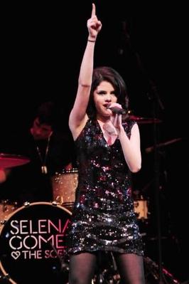 Selena-Gomez-Quits-Internet