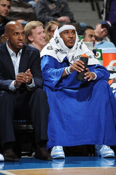 Carmelo rocking a Snuggie