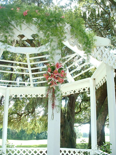 gazebo wedding flowers