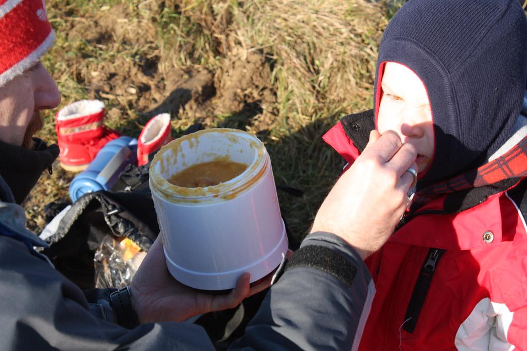 Pastinaken-, Karotten-, Kartoffelsuppe mit Ingweer und 3 Paar Würstel ...