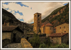 Beget (Nuska) Tags: 2 geotagged spain eu girona invierno middleages 2009 hdr catalua diciembre gerona smrgsbord romnico nuska beget middle 100vistas kartpostal flickrcolour romnicocataln colourartaward fotogezgin thebestofday gnneniyisi ages flickrlovers tuhuella diciembre2009 geo:lat=4232066 geo:lon=2480807