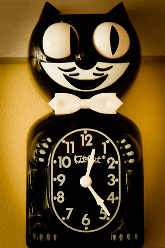 defunct Kit-Cat clock