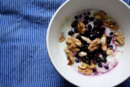 Saturdays Breakfast, blueberries, walnuts, yoghurt and honey